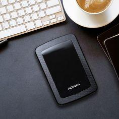 az ADATA Technology, a nagy teljesítményű DRAM modulok és NAND Flash termékek vezető gyártója, ma bemutatta a HV300 és HD330 külső merevlemezeket. A 10,3 mm vastagságú HV300 az ADATA egyik legvékonyabb, nagy kapacitású külső merevlemeze, amely elegáns és kifinomult dizájnnal rendelkezik. A HD330 viszont a tartósságot szem előtt tartva készült el, amely robusztus szilikon protektora megvédi azt, valamint a benne lévő adatokat a vízcseppektől, ütésektől.