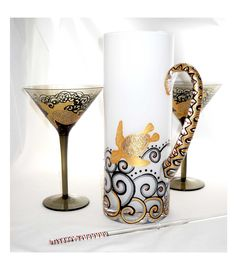 Galax Sea Turtle Martini Glassware Hand Painted Crystal Martini Pitcher with Glass Stir Stick Martini Glass Centerpiece, Painted Table Tops, Martini Set, Glass Painting Designs, Hand Painted Wine Glasses, Fun Projects, Creative Art, Glass Art, Art Ideas