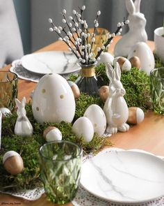 7 Dreamy Easter decorations for a trendy brunch - Daily Dream Decor Easter Table Settings, Easter Table Decorations, Easter Centerpiece, Easter 2021, Easter Season, Easter Holidays, Deco Table, Easter Crafts, Happy Easter
