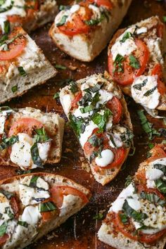 Garlic Bread Margherita Pizza - (Free Recipe below) - Source by momsecrets Gourmet Recipes, Appetizer Recipes, Vegetarian Recipes, Cooking Recipes, Healthy Recipes, Appetizers, Quick Healthy Breakfast, Breakfast Recipes, Breakfast Ideas