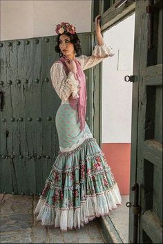Spanish style – Mediterranean Home Decor Abaya Fashion, Boho Fashion, Fashion Dresses, Womens Fashion, Fashion Design, Flamenco Costume, Flamenco Skirt, Spanish Dress, Spanish Style