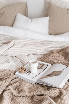 Home Interior Simple Bedroom inspiration.Home Interior Simple Bedroom inspiration Bedroom Inspo, Bedroom Decor, Bedroom Inspiration, Warm Bedroom, Fashion Inspiration, Eclectic Bedding, Neutral Bedding, Home Interior, Interior Design