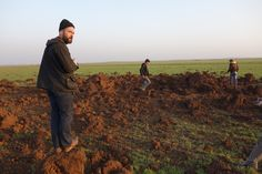 Tyler Hicks, at one of the craters. Northern Syria. About a week ago. More at link, embedded in photograph.