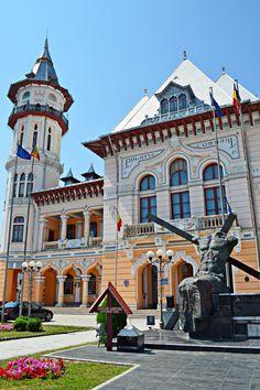 Palatul Comunal din Buzău Buildings, Mansions, Architecture, House Styles, Home Decor, Arquitetura, Decoration Home, Room Decor, Fancy Houses