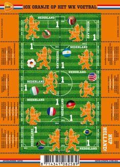 10x Oranje op het WK Voetbal bestaat uit een klassiek voetbalveld met de bekende kalklijnen voor de zij- en achterlijnen, de middenlijn, de middenstip, het strafschopgebied, de penaltystip en de kwartcirkels bij de cornervlag. Het voetbalveld is voorzien van de lichte en donkere banen die het gevolg zijn van de verschillende maairichtingen