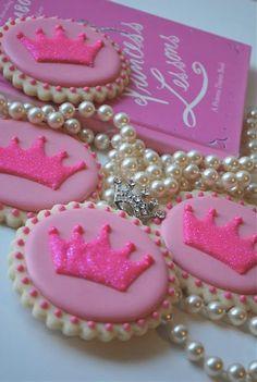 Sweet Goosie Girl: Princess Cookies (could make them prince cookies. Crown Cookies, Fancy Cookies, Iced Cookies, Cute Cookies, Royal Icing Cookies, Cupcake Cookies, Sugar Cookies, Princess Theme Party, Princess Birthday