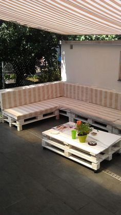 My sister made these chairs & coffee table for her friend with recycled EURO pallets!
