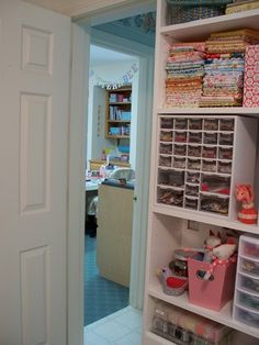 love this little organizer... if only my craft room was this organized ;)