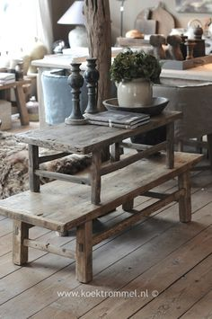 Classic Western European Interiors: a Wonderful Inspiration Primitive Tables, Primitive Furniture, Old Tables, Wabi Sabi, Small Room Bedroom, Weathered Wood, Decoration, Home And Living, Cool Furniture