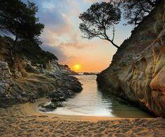 Cala orientada al est a Platja d'Aro, Costa Brava, Girona.