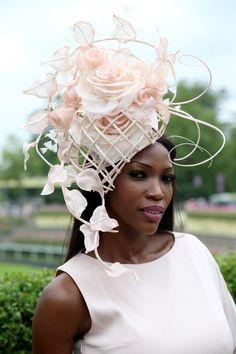 Royal Ascot What a fabulous fascinator! Fascinator Hats, Fascinators, Headpieces, Millinery Hats, Caroline Reboux, Royal Ascot Hats, Races Fashion, Fashion Hats, Fashion Brands