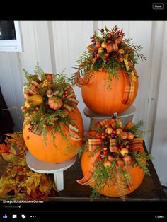 unglaublich 100 Cozy & Rustic Fall Front Porch decor ideas to feel the yawning autumn noon winds & watch the ember red leaves burn out slowly – Herbst Autumn Decorating, Porch Decorating, Decorating Ideas, Fall Floral Arrangements, Pumpkin Centerpieces, Fall Centerpiece Ideas, Thanksgiving Centerpieces, Fall Table, Fall Wreaths