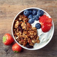 Tired of the same old eggs for breakfast? Want to ditch the sugary cereal and still enjoy your food? These breakfast bowls are exactly what you need. Gluten Free Recipes, Gourmet Recipes, Healthy Recipes, Healthy Kids, Drink Recipes, Healthy Eating Tips, Healthy Nutrition, Granola, Bio Vegan