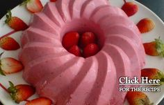 How to make Portuguese strawberry mousse. Alcoholic Desserts, Fun Desserts, Delicious Desserts, Dessert Recipes, Portuguese Desserts, Portuguese Recipes, Portuguese Food, Strawberry Mousse, Strawberry Desserts