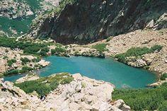 Corsica - Lacs Naturels - Lac de Cavacciole est un petit lac de Corse, situé dans le massif du Monte Rotondo à 2 015 m d'altitude. Il est situé au nord du lac de Scapuccioli, au nord ouest du Monte Rotondo (2622 m) et est la source du ruisseau de Cavacciole, un petit affluent de la Restonica, à l'altitude 2015 m. Il est situé au nord du chemin de grande randonnée GR20, en Haute-Corse.