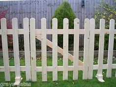 FREESTANDING-Portable-Event-Display-Barrier-Temporary-Wooden-Picket-Fence-Panels