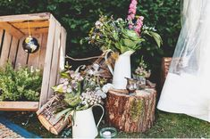 I have a soft spot for shabby chic wedding. This is an incredible wedding! He's not only snapped the beautiful moments behind this shabby chic but the chic details too. Shabby Chic Uk, Bodas Shabby Chic, Reception Design, Wedding Reception Decorations, Table Decorations, Wedding Ideas, Wedding Company, Deco Floral, Burlap Lace