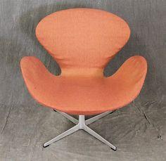 "Genuine Arne Jacobsen ""Swan"" Armchair by Fritz Hansen in orange fabric"