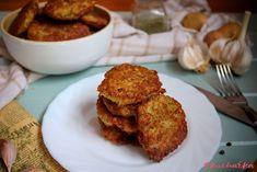 """Bramboráčky s cuketou: """"Od dob kdy jsem nevěděla jak se zbavit všech cuket jsem vyzkoušela do klasického bramboráku přidat cuketu. Od té doby nedělám bramboráky jinak."""" Cauliflower, Muffin, Vegetables, Breakfast, Recipes, Food, Morning Coffee, Cauliflowers, Essen"""