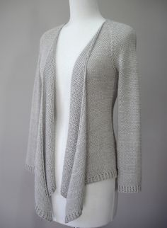 Hamlin Peak cardigan knitting pattern. I love the draped front! Knit top down in stockinette. This and more cardigan sweater knitting patterns at http://intheloopknitting.com/cardigan-sweater-knitting-patterns/