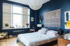 Make it Modern: The Clean Crisp Streamlined Bed | Apartment Therapy