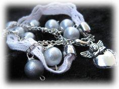 """Armband """"Ängel och Spets"""" - Romantiskt armband med grå pärlo..."""