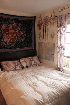 This is such a cute room very boho. Reminds me of something you'd see on tumblr lol
