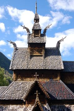 Travel Journal: Best Lesson Plan Ever: Early Medieval and Romanesque Art. Beautiful Architecture, Beautiful Buildings, Bergen, Viking House, Romanesque Art, Houses Of The Holy, Wooden Buildings, Cathedral Church, Church Building