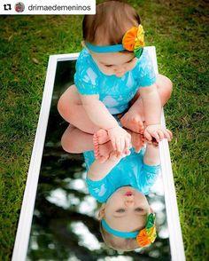 Acho maravilhosas fotos como essa do bebê refletido no espelho! Essa eu encontrei no IG da @drimaedemeninos que tenho um carinho especial  E vocês gostam de fotos assim?!? #babydicas