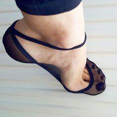 a simple but . Feet Soles, Women's Feet, Fashion Socks, Fashion Heels, Foot Socks, Pantyhose Heels, Lace Socks, Beautiful Toes, Lace Heels