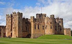 Alnwick Castle/Alnwick Castle, Northumberland =>En este antiguo castillo de más de 700 años de historia es donde aprendrimos las primeras lecciones de vuelo con escoba durante la primera película de la saga.
