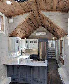 Stunning 15 Tiny Houses Kitchen Design Ideas You Have To Copy Tiny House Ideas Copy Design Houses Ideas kitchen Stunning Tiny Tyni House, Tiny House Cabin, Tiny House Living, Tiny House Plans, Tiny House Design, Modern House Design, Tiny House With Loft, Living Room, Tiny House On Wheels