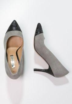 Diese Pumps garantieren einen raffinierten Look. Tamaris Pumps - grey/black für € 47,95 (06.02.16) versandkostenfrei bei Zalando.at bestellen.