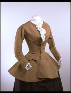 An 18th Century riding coat (what a tiny waist!) Courtesy of Terry Dresbach's blog. 18th Century Dress, 18th Century Costume, 18th Century Clothing, 18th Century Fashion, 17th Century, Historical Costume, Historical Clothing, Outlander Costumes, Outlander Clothing