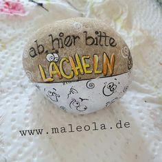 Hobbies And Crafts, Diy And Crafts, Crafts For Kids, Pebble Stone, Stone Art, Dot Painting, Stone Painting, Story Stones, Happy Paintings
