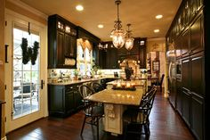 Eclectic Kitchen Design Ideas, Pictures, Remodel and Decor Dark Kitchen Cabinets, Painting Kitchen Cabinets, Kitchen Cabinet Design, Kitchen Paint, Kitchen Redo, New Kitchen, Kitchen Dining, Kitchen Remodel, Black Cabinets