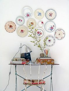 Brighten up bare walls with clusters of pretty vintage plates!