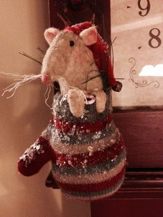 Primitive mouse in Christmas mitten ornament. Pattern by Olde Pear Primitives ©2014.