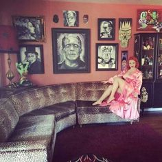 Horror room pinup style. I wish I can have a room like this in my house!