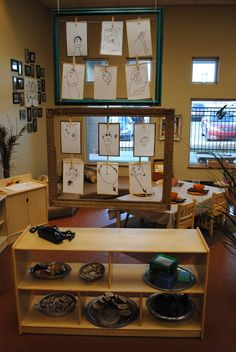 Hanging picture frames. For more inspiring classrooms visit: http://pinterest.com/kinderooacademy/provocations-inspiring-classrooms/ ≈ ≈