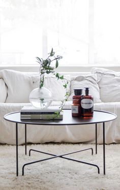 Soffbord Coco Globe av Caroline Ek, 90 cm H42 cm, Panther Black - Posh Living