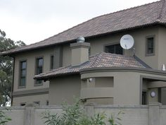 BMI South Africa is part of BMI Group, the largest roofing and waterproofing company in Europe. With BMI Coverland and BMI Icopal we have a roofing solution to solve your pitched or flat roof needs. Beautiful House Plans, Beautiful Homes, 4 Bedroom House Plans, Flat Roof, Grey Walls, My Dream Home, Exterior Design, My House, Farmhouse