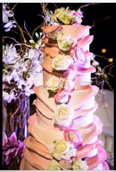 Wedding Cake #weddingitaly #weddingplanner #weddingplanneritaly #luxurywedding #tuscanwedding #weddings #pink  #flowers #arabicwedding #weddingcake #cake