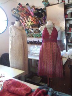 vestidos feitos com tecidos em tear manual