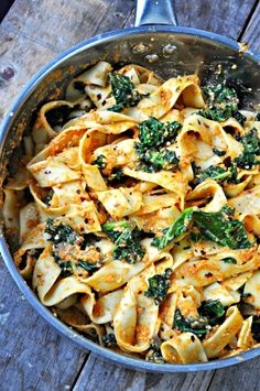 Vegan Spicy Kale and Romesco Pasta - Rabbit and Wolves - Quick sauteed garlicky, spicy kale. Tossed together with pasta. This vegan spicy kale and romesco pasta is the perfect healthy meal! Vegan Vegetarian, Vegetarian Recipes, Healthy Recipes, Vegan Food, Healthy Vegan Meals, Thai Vegan, Paleo, Spicy Thai, Best Vegan Recipes