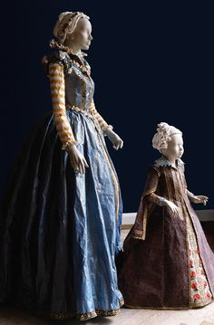 Isabelle (1540-1557) et Catherine (1593-1629) de Médicis    Paper costumes of Isabelle de Medici (daughter of Eleonora de Toledo and Cosme I) and of Catherine de Medici (daughter of Ferdinand I and Christine of Lorraine), after a portrait painted by Christofano Allori (Palazzo Pitti, Firenze).  Both created in 2007.