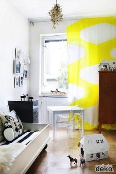 Simple Twill Curtain Meets DIY Fabric Paint // kids room