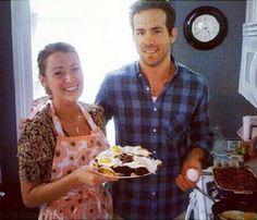 Blake Lively e Ryan Reynolds costumam ser bem discretos quando o assunto é seu casamento. Os dois não frequentam eventos juntos e raramente são fotografados num mesmo lugar. Mas na tarde d ehoje (15/1), a atriz compartilhou em sua conta no Instagram um clique superfofo ao lad do marido.