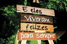 Decoração criada por Rosi Medeiros. O casamento de Yasmin e Henrique foi publicado no Euamocasamento.com, e as fotos são de Fernanda Ferraro Fotografia. #euamocasamento #NoivasRio #Casabemcomvocê