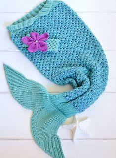 Meerjungfrauen-Schwanz zu Selber nähen: Eine Strick-Anleitung für die Decke findest du auf Etsy.